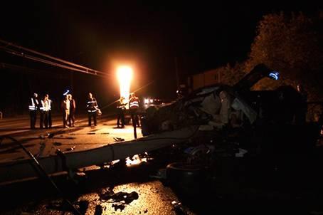 Под Ивано-Франковском BMW выехал на встречку и влетел в электроопору: 4 погибших