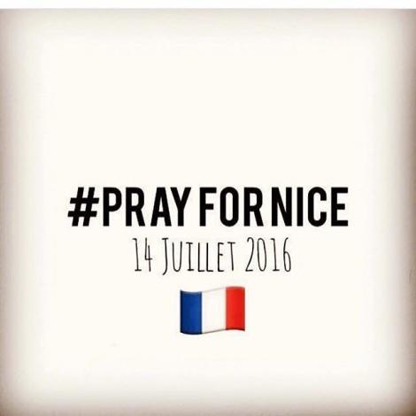 #PrayForNice: соцсети ошеломлены зверским терактом в Ницце