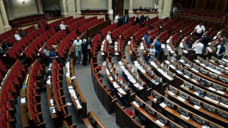 Рада продолжила работу после перерыва, в зале остаются около 40 нардепов