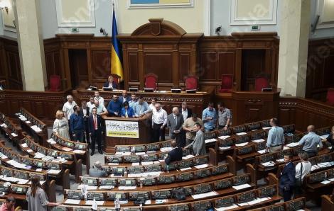 Оставшиеся на заседании Рады депутаты снова сделали групповое фото