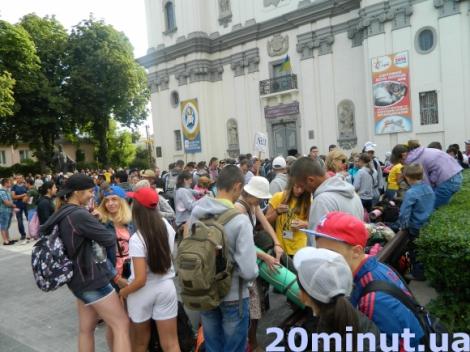 Полторы тысячи паломников из Тернополя направились на богомолье в Зарваницу