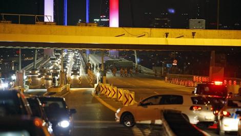 В Турции ввели военное положение, объявлен комендантский час