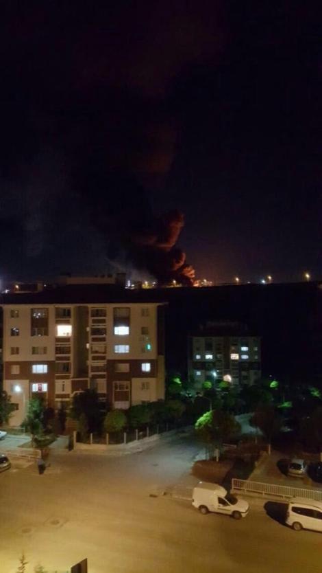 В Анкаре мощные взрывы: военная авиация открыла огонь по президентскому кварталу