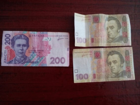 На Луганщине людям подбрасывают конверты с агитацией и ксерокопиями денег