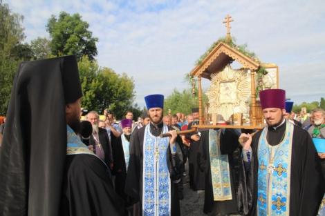 Около 4 тысяч участников хода УПЦ МП помолились у мемориала Небесной сотни на Житомирщине