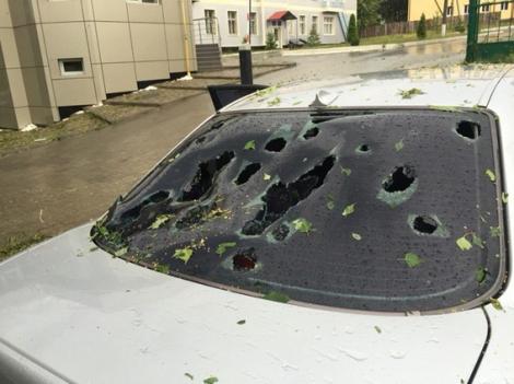 На Хмельнитчине гроза повредила крыши 700 домов, град побил автомобили