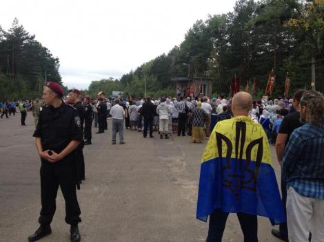 Активисты не позволили крестному ходу УПЦ МП пройти по центру Житомира