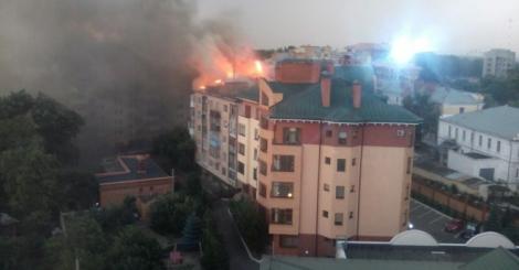В Полтаве из-за удара молнии загорелась многоэтажка