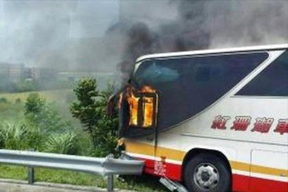 На Тайване при пожаре в автобусе заживо сгорели 26 человек