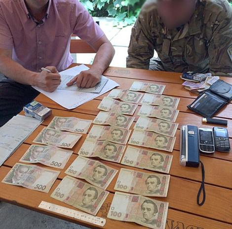 Закарпатский работник военкомата за 18 тыс. грн предоставлял статус участников АТО