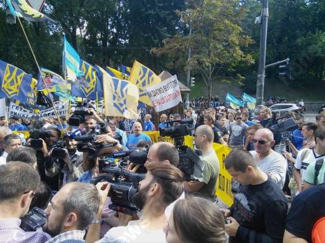 Протестное шествие «Азова» и шахтеров: активисты ждут чиновников под Минэнерго