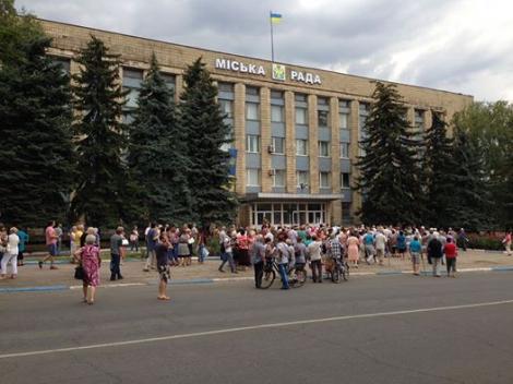 На Донеччине около 500 жителей Дружковки вышли на митинг из-за отсутствия воды