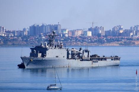 В Одесский порт зашли десантный корабль и эсминец ВМС США
