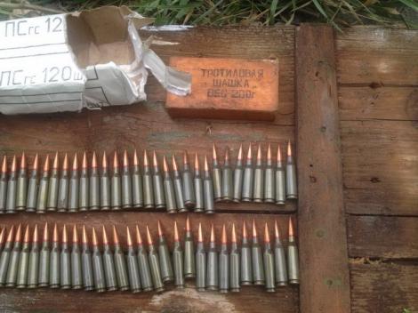 СБУ нашла на Донбассе два больших тайника с боеприпасами