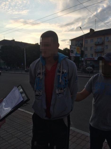 В Луцке СБУ разоблачила полицейского, торговавшего тяжелыми наркотиками