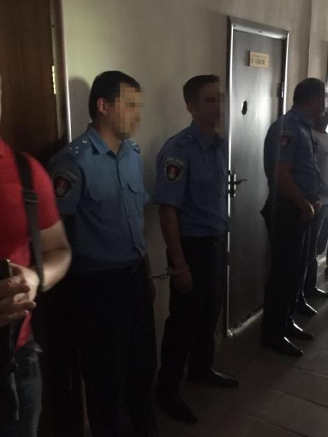 На Одесчине СБУ задержала полицейских, требовавших $500 в наркорурьера