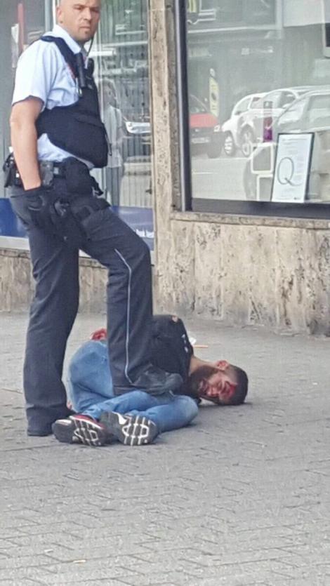 В Германии сирийский беженец с мачете напал на прохожих, погибла женщина