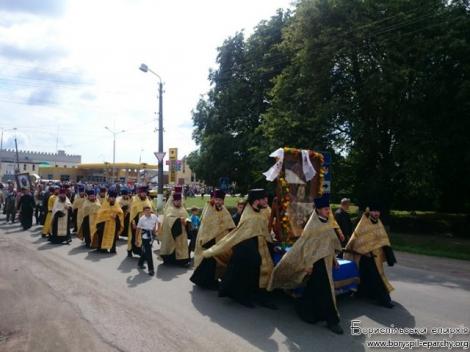 Сегодня Крестный ход УПЦ МП с Донбасса прибудет в Борисполь, на въезде в город их ждет блокпост