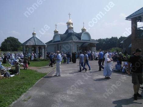 Восточное крыло крестного хода УПЦ МП остановилось на обед в 10 км от Киева
