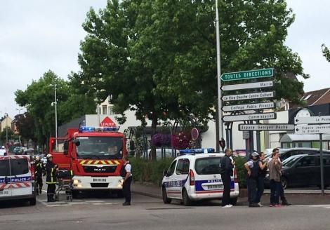 Во Франции полиция застрелила двух преступников, захвативших заложников в церкви