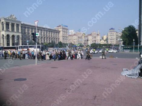 На Европейскую площадь вышли противники Крестного хода с плакатами «Пятая колонна»