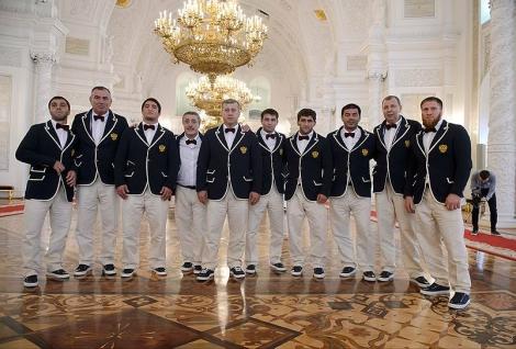 Парадная форма олимпийцев РФ взорвала интернет: спортсмены похожи на официантов