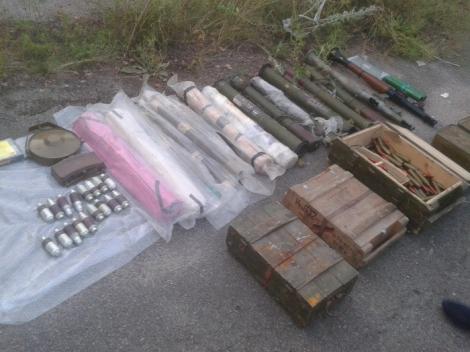 Возле Днепра обнаружили большой схрон оружия: 75 подствольных гранатометов и мины