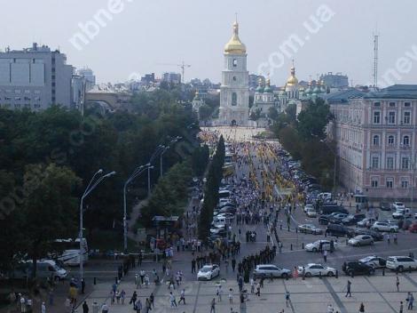 Крестный ход УПЦ КП пришел на Владимирскую горку, где состоится молебен