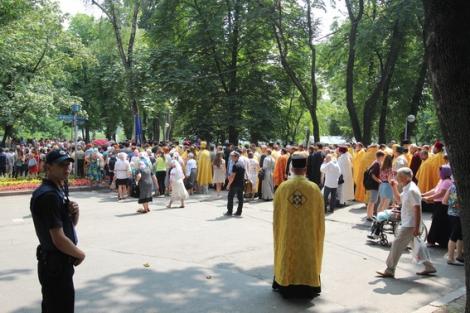В крестных ходах 27-28 июля в Киеве приняли участие 16 тысяч человек  -  полиция