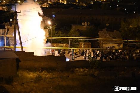 Полиция разогнала митинг в Ереване: есть раненные, задержаны более 50 человек