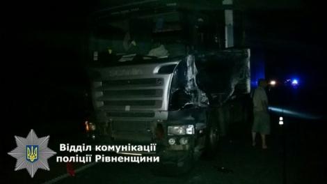 Маршрутка «Киев-Броды» врезалась в грузовик: 3 погибли, 4 в больнице