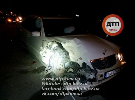 В Киеве водитель Mercedes разбил шесть машин и сбежал