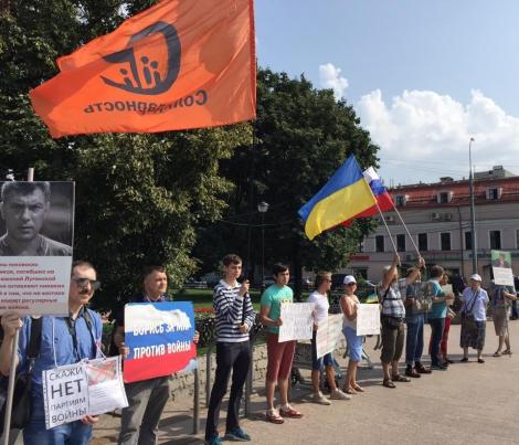 В Москве сторонники Путина напали на участников митинга против войны в Украине