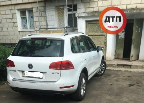 Volkswagen насмерть сбил двухлетнего ребенка во дворе дома в Одессе