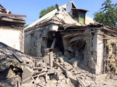 В Донецке обстреляны многоэтажки и частные дома: опубликованы фото