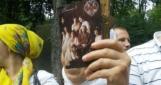На Владимирской горке собралось 5 тысяч верующих УПЦ МП, некоторые с иконами царя