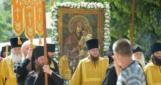 В УПЦ МП заявили, что Крестный ход несет не копии, а чудотворные Почаевскую и Святогорскую иконы