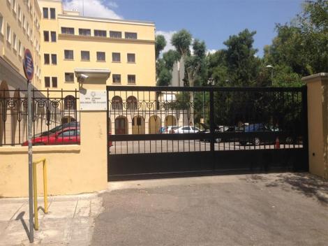 В Афинах неизвестные кинули 10 «коктейлей Молотова» в здание Священного Синода