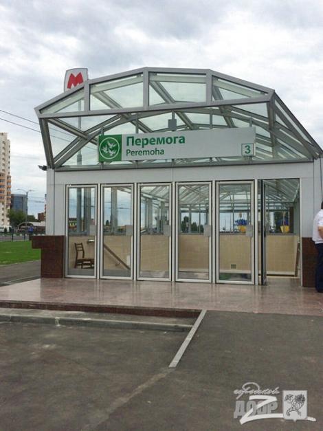 Порошенко в Харькове осмотрел готовящуюся к открытию станцию метро «Победа»