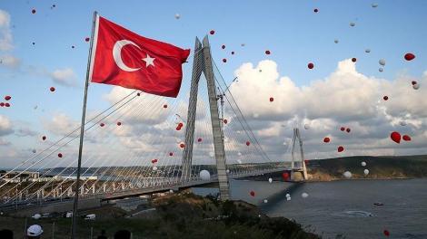 В Стамбуле открыт подвесной мост-рекордсмен