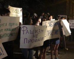 В Москве в Посольство Украины бросали яйца и призывали «хунту к ответу»