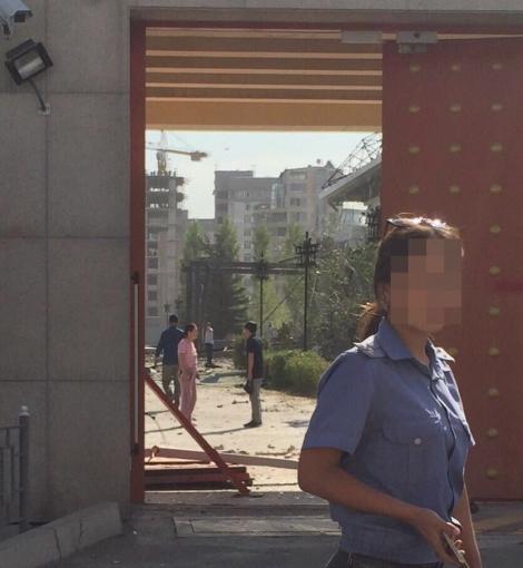 Авто со взрывчаткой протаранило ворота посольства Китая в Бишкеке и взорвалось