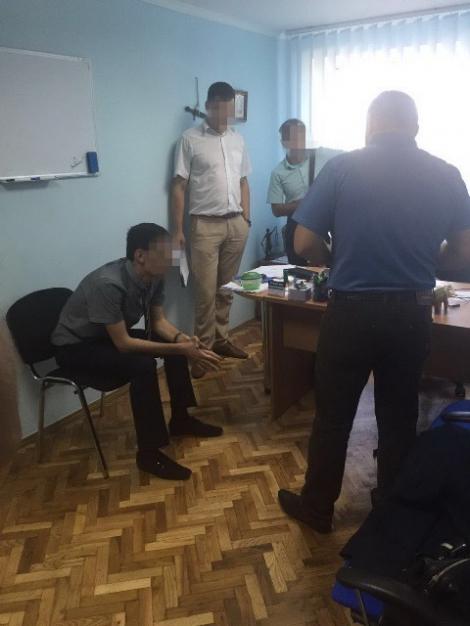 СБУ задержала трех прокуроров Киевщины за вымогательство $30 тыс. взятки