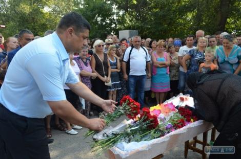 В Лощиновке похоронили девочку, которую жестоко убил цыган