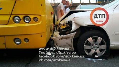 Масштабное ДТП в Киеве с патрульным Prius и троллейбусом: пострадали двое детей