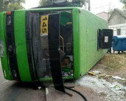 В Одессе на ходу перевернулась маршрутка: семь человек травмированы