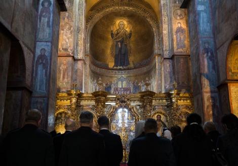 В День защитника Порошенко с женой помолились за Украину
