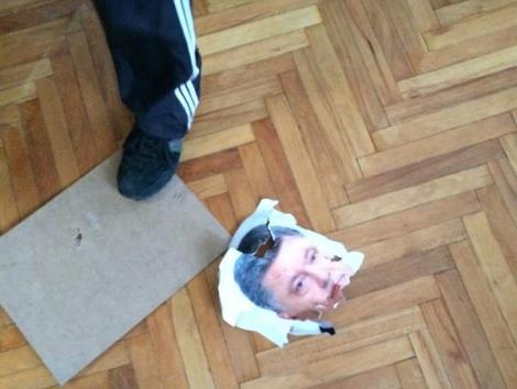 Суд продолжил рассмотрение дела «Хорта», порвавшего портрет Порошенко