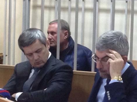 Суд относительно меры пресечения Ефремову еще продолжается