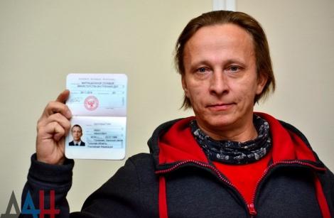 Российский актер Охлобыстин получил паспорт ДНР из рук Захарченко